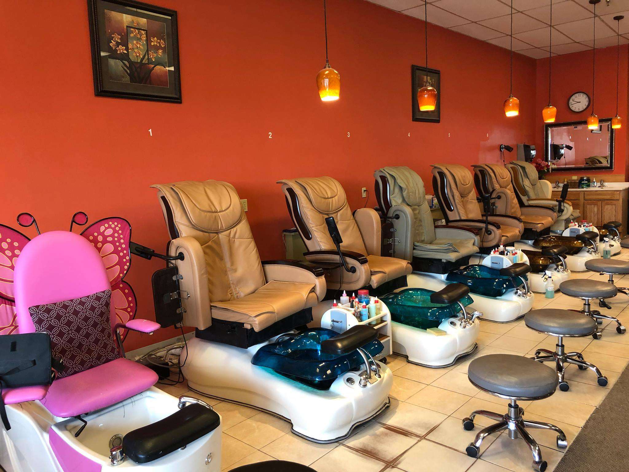 Best Nail Spa Center in Town